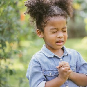 little-girl-praying-hope-picture-id1133363671